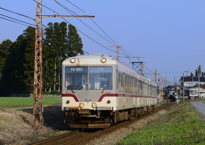 クハ175