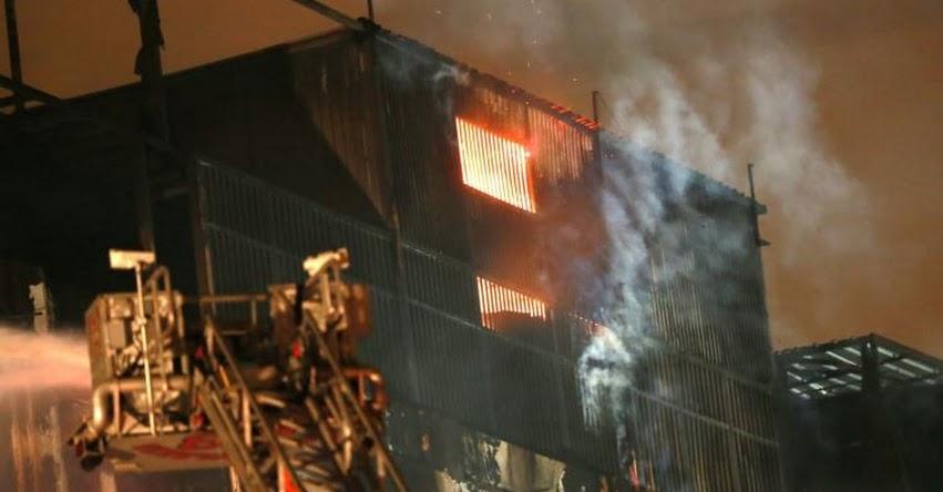 INCENDIO EN LAS MALVINAS: Se reaviva el fuego en quinto piso de galería Nicolini