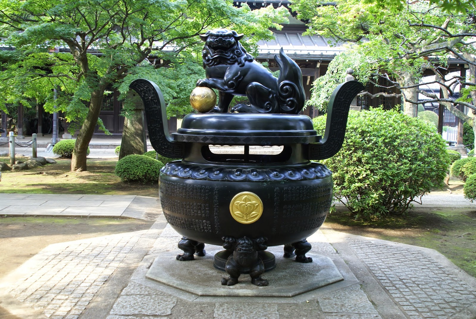 brule parfum en bronze temple du chat tokyo