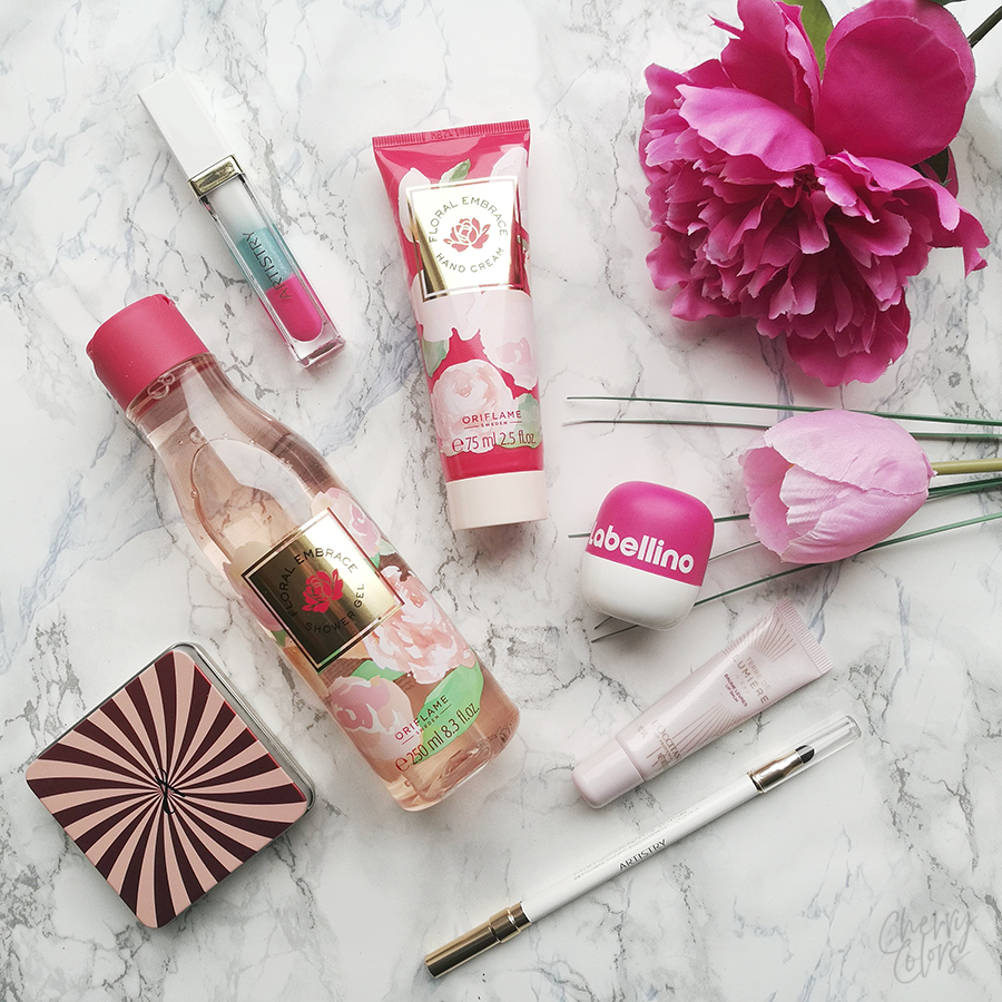 Pink Flatlay with Oriflame and Artistry products