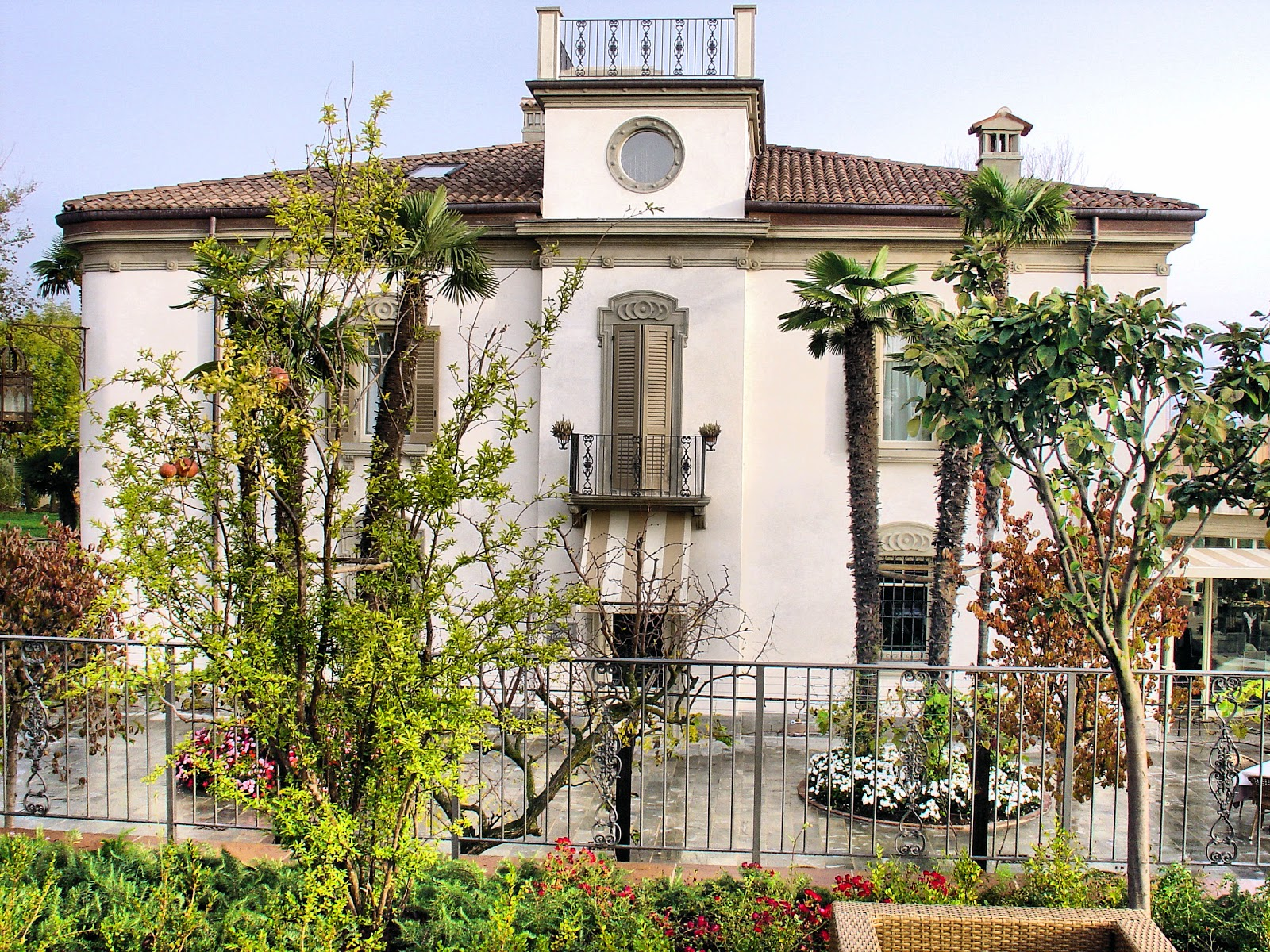 Le Ali del Frassino was at one time a dilapidated villa and over five years of restorations, it was transformed into the sprawling resort and spa within the Lake Frassino nature reserve.