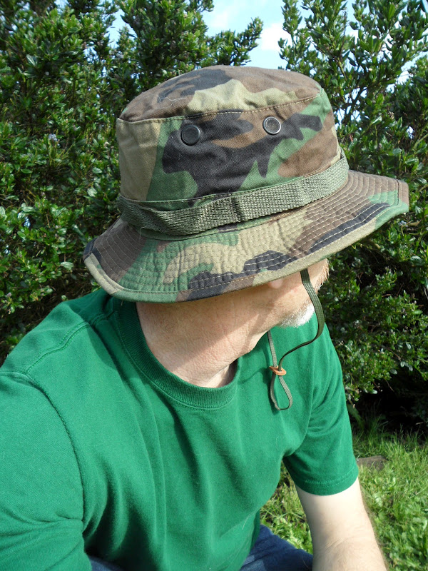 The hat has a contract date of 2000 and is in like new a72fb9cc823