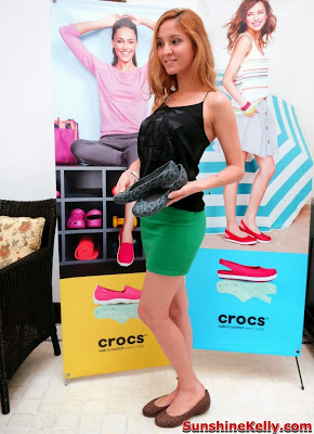 Crocs Fall / Holiday 2013 Collection, crocs shoes, crocs, comfortable stylish shoes, shoes fashion show, Crocs Thermalucent Snake Print Flat