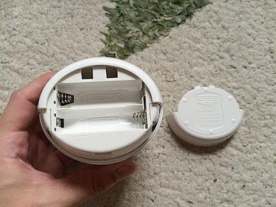 アルカリ単三電池2本使用します