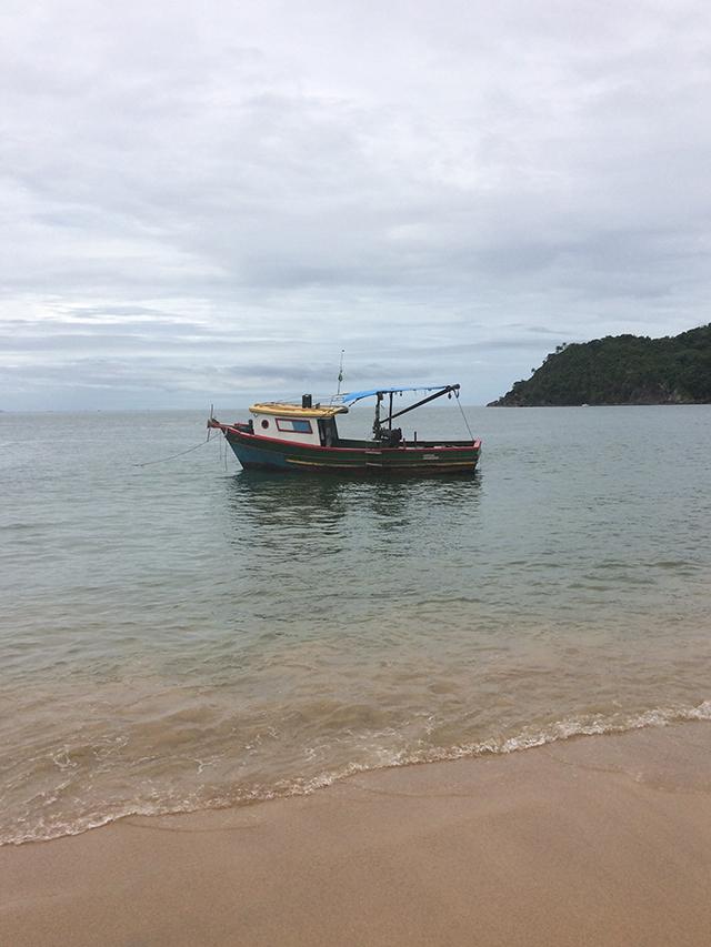 Barquinho na Praia Jabaquara Ilhabela