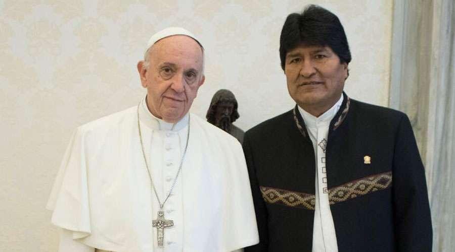 Prensa del Vaticano informó que en breve encuentro no hubo habitual intercambio de regalos