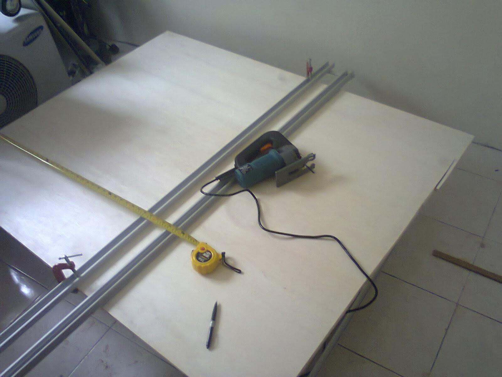 Cara Memotong Papan Dengan Lurus Gergaji Pun Guna Cap China Jer Tahan Sampai Sekarang Dinding Tepi Kabinet Dapur