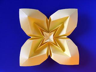 Origami Fiore Bombato 3, variante - Curved flower 3, variant, Francesco Guarnieri