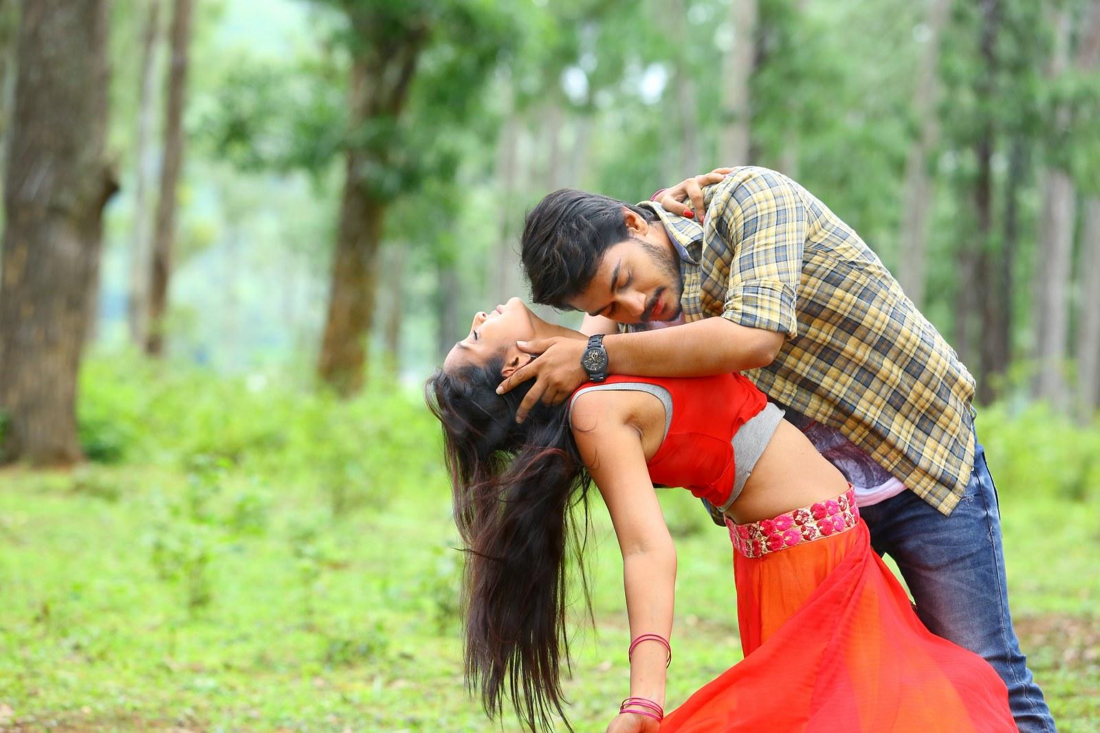 Iddari madhya 18 Movie stills-HQ-Photo-7
