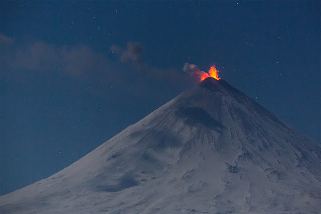 "Eurasia's largest volcano Klyuchevskaya Sopka, Russia, spews hot ash ""miles"" into the sky on Sunday  Klyuchevskaya-sopka-eruption-kamchatka-russia-3"