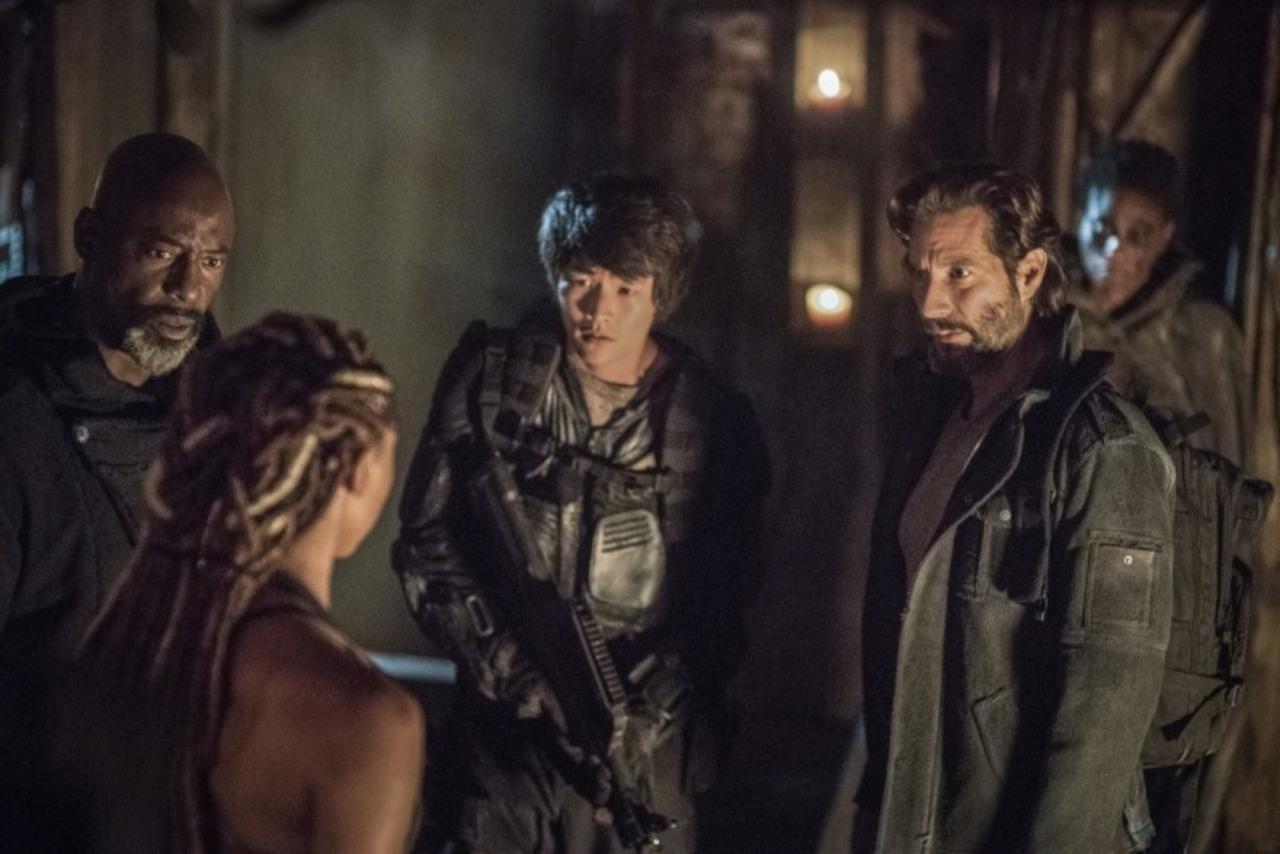 Thelonious, Marcus y Monty ante la guardiana de la llama