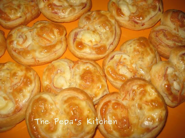 Aperitivos fáciles: palmeritas de hojaldre rellenas de jamón york y queso