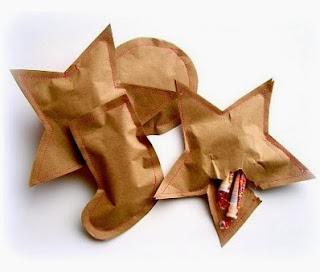 http://manualidadesnavidad.org/bolsitas-navidenas-sorpresa-con-dulces/