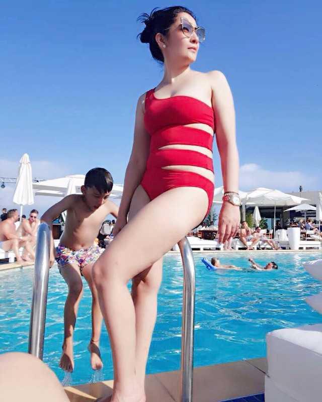 Manyata Dutt Hot Bikini Poses on Their Vacation