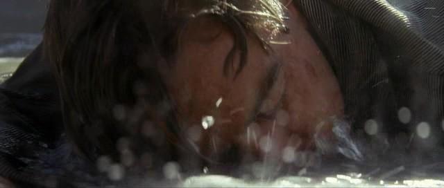 dans le film skyfall bond rencontre q pour la première fois