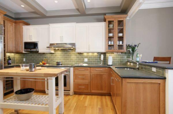 Dapur minimalis dengan letter L dengan meja besar ditengah