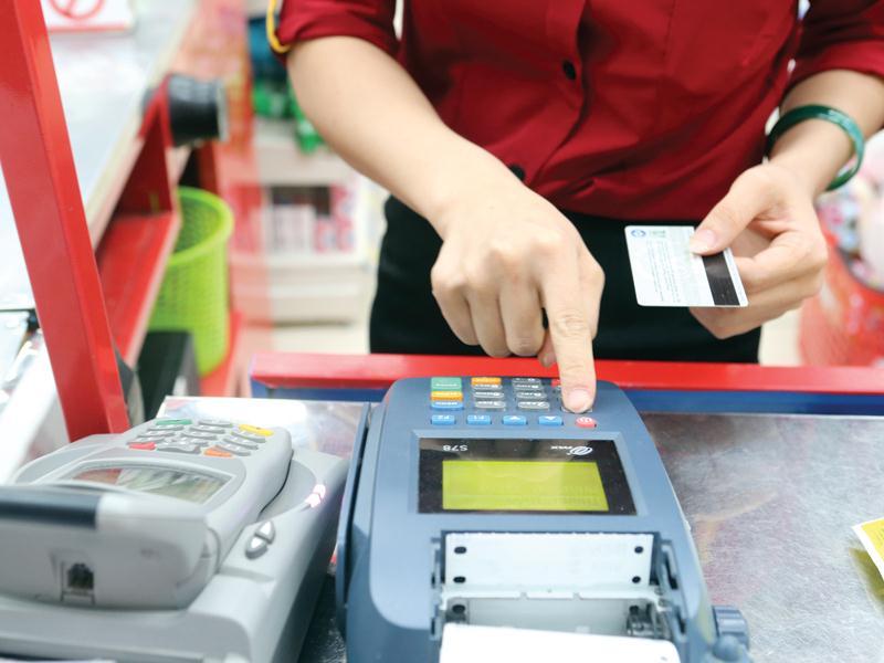 Kết quả hình ảnh cho phí rút tiền mặt thẻ tín dụng sacombank 800x600