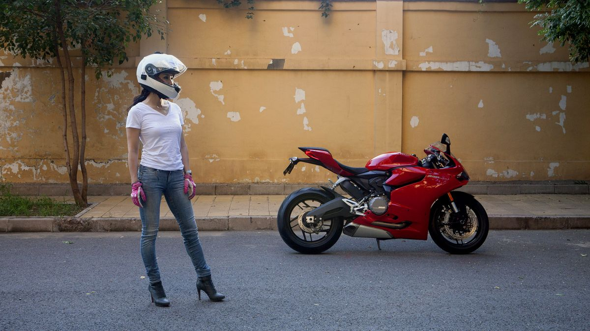 Mercenary garage: ducati girl