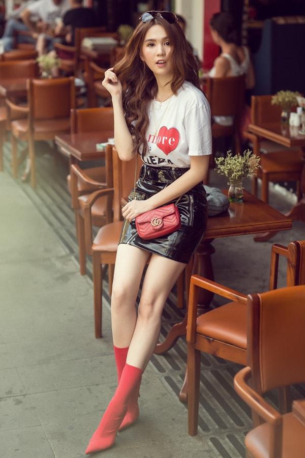 Ngọc Trinh diện quần short, váy ngắn hàng hiệu dạo phố Sài Gòn -2