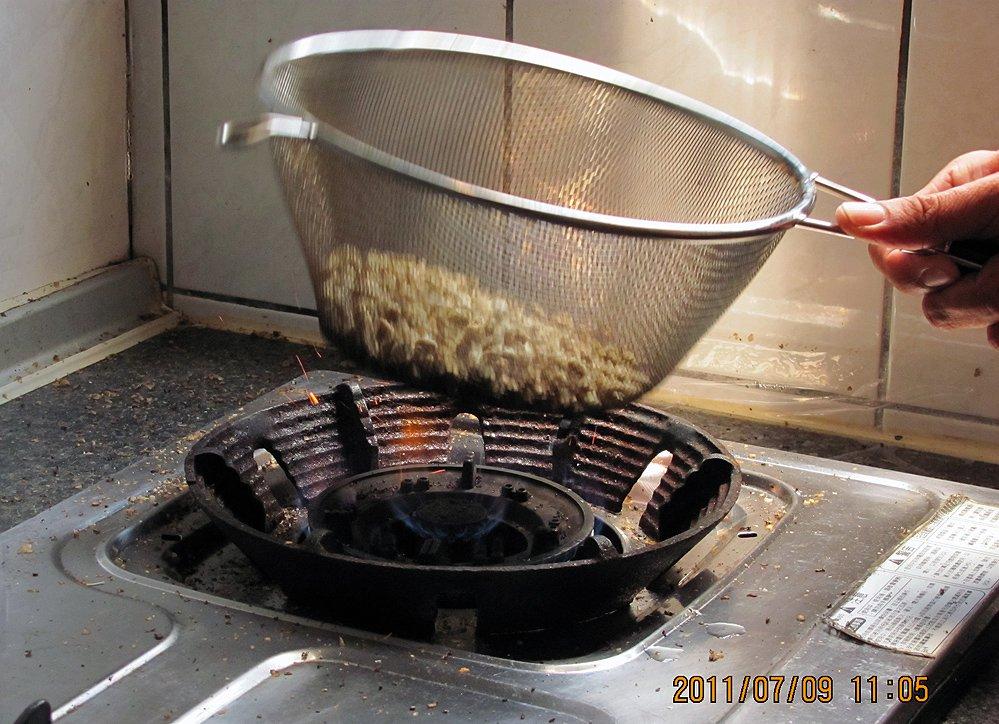 DaXia 大峽的路線: 直火咖啡烘豆代烘. 少量手工手網直火烘焙. 新鮮現烘炒豆
