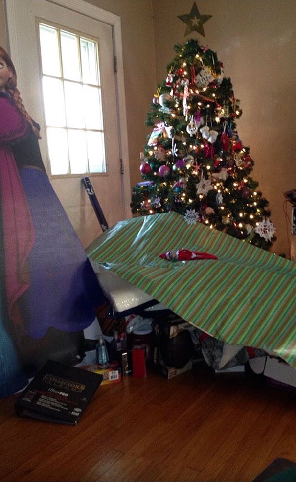 40 Photos Of The Most Hilarious Parents You Will Ever Meet - My Dad Hates Wrapping Presents, So He Just...
