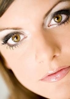 Cómo hacer que tus ojos parezcan más grandes con maquillaje