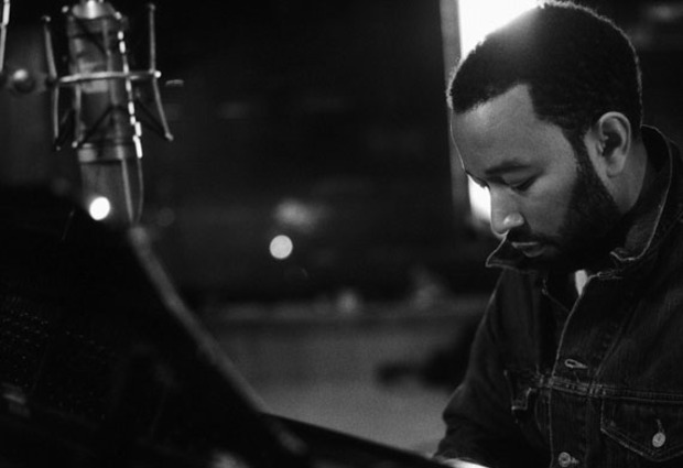 Video: John Legend - Love Me Now