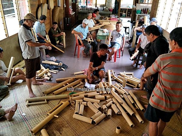 Bamboo Bas Lun Bawang People
