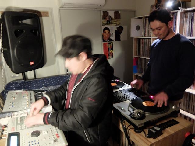 DJ-YASUとM-OTO Funky Beatによる、DJとサンプラーのセッションの模様です。