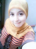 Gadis Cantik Berkerudung Abu-Abu