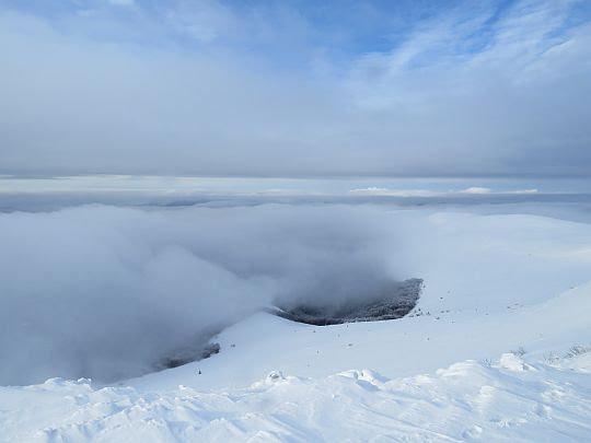 W dolinach zrobiło się tłoczno od chmur.
