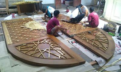 Replika Pintu Jati Masjid Nabawi