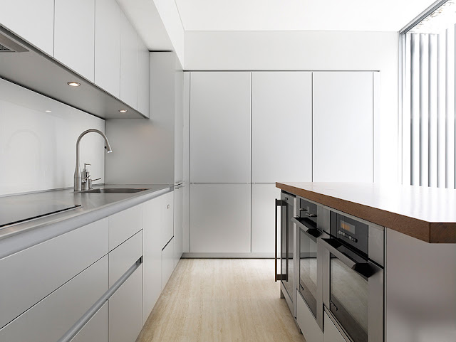 Picture of the minimalist kitchen