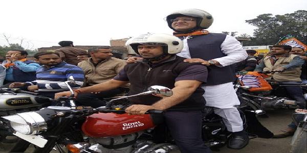 Hardoi-city-me-bhajpa-kaarykartao-ne-bade-hujum-me-nikaali-vijay-sankalp-ralley