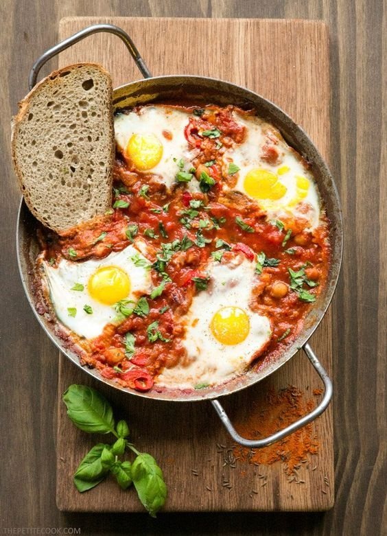 Easy Shakshuka with Chickpeas