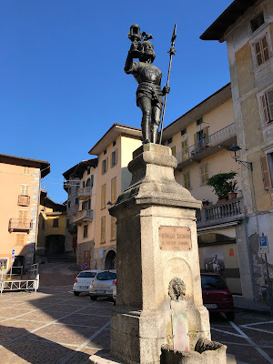 The statue of Vistallo Zignoni in San Giovanni Bianco in Val Brembana.