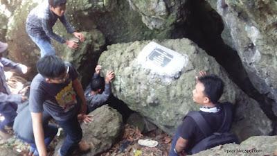 Gunung Munara Goa Sukarno