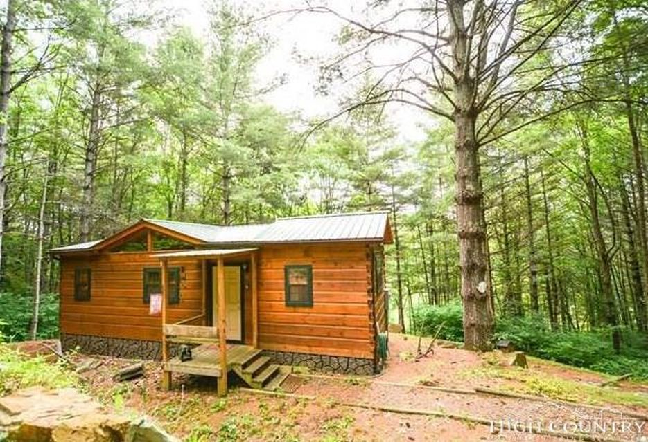 lansing cabin with just 400 sq ft of space - tiny house town