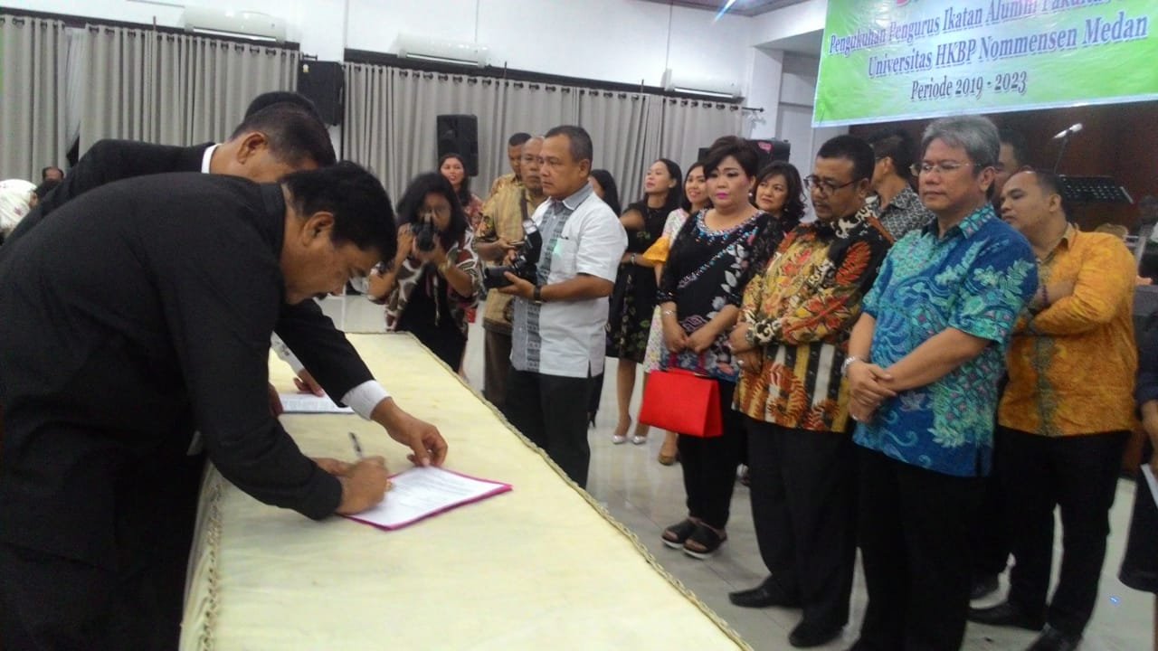 DIKUKUHKAN: Penandatanganan pengurus IAFEN Medan sebelum pengukuhan.