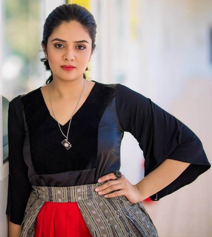 TV Actress SreeMukhi Hot Looking Photo Shoot In Red Dress 2018