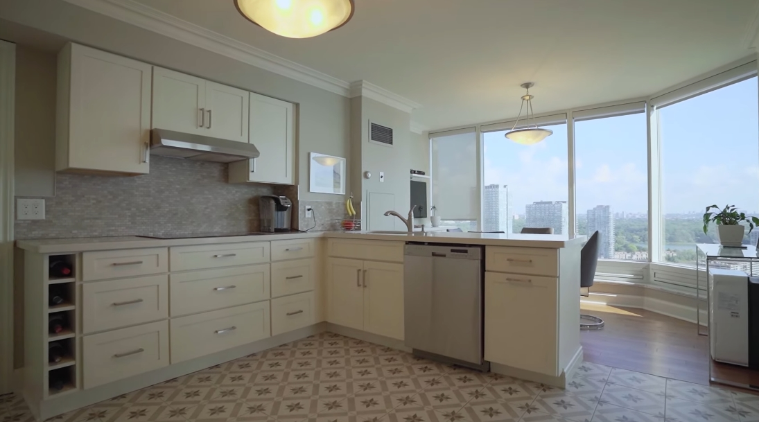 23 Photos vs. 1 Palace Pier Ct #2803, Toronto Interior Design Luxury Condo Tour