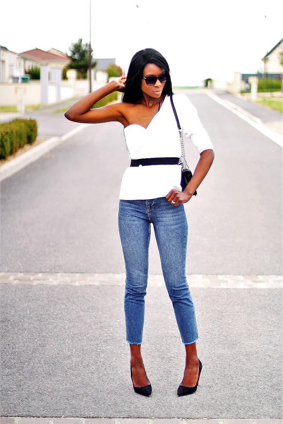 blazer-blanc-epaules-nues-jeans-topshop-escarpins-pointus