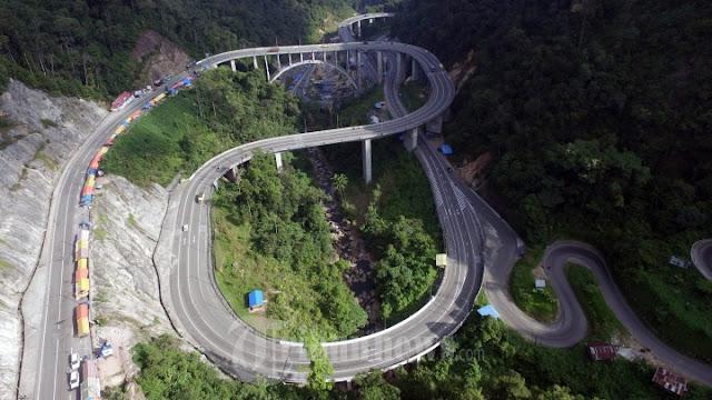 Jalan Kelok Sembilan Sumatra Barat