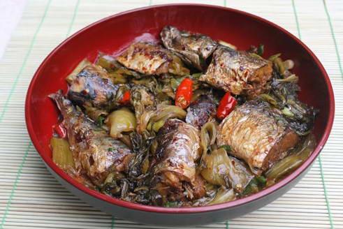 Cá ngừ kho dưa cải chua
