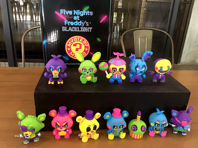 Five Nights at Freddy's Blacklight Edition Mystery Minis Unboxing