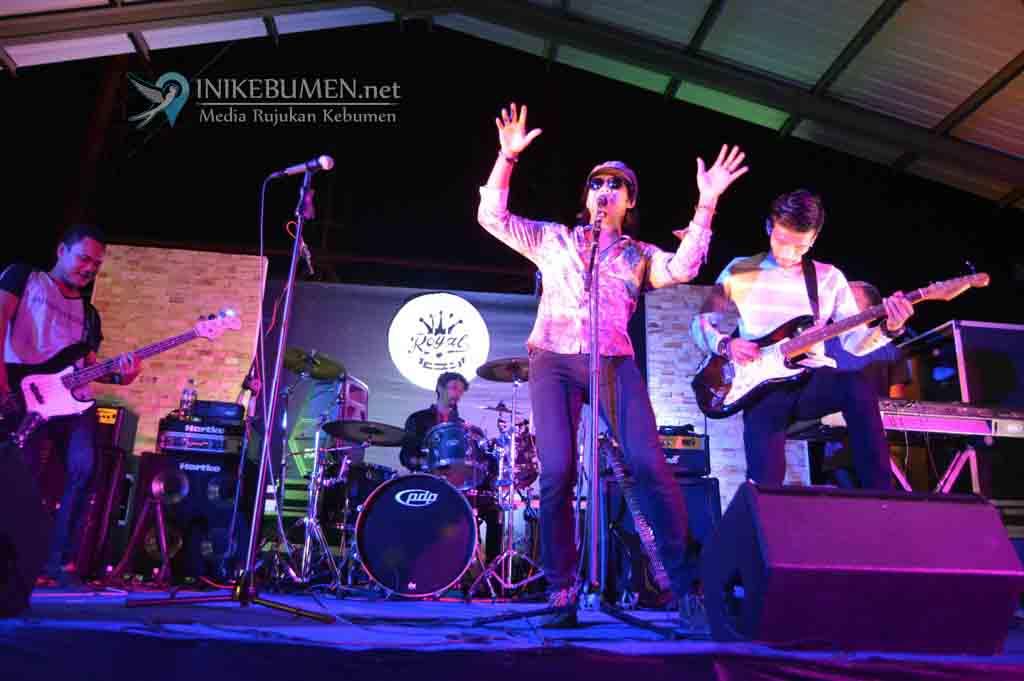 Ratusan Slankers Rayakan Ulang Tahun Band Slank di Royal Cafe Kebumen