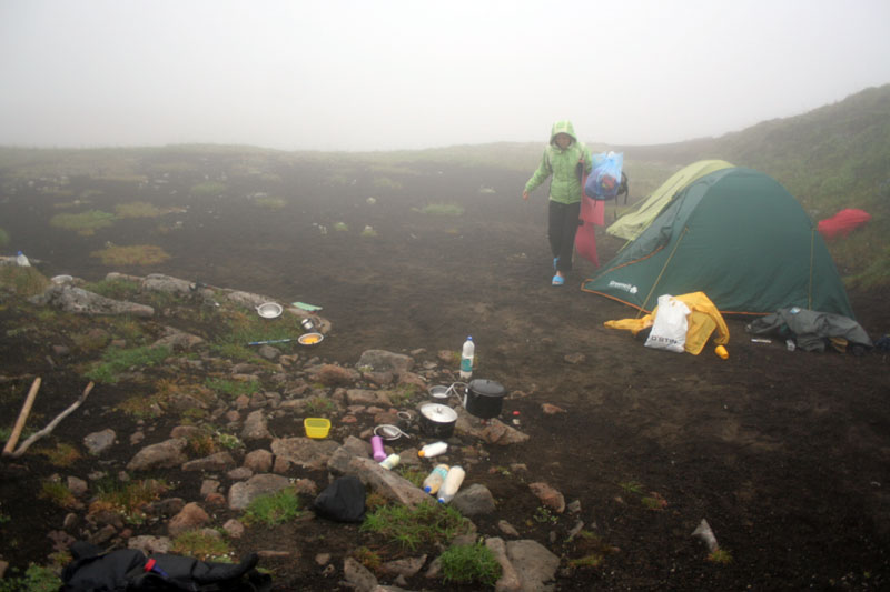 Туман лагерь на шлаке Камчатка