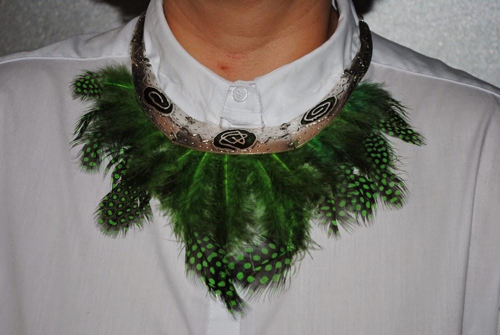 DIY collar con plumas