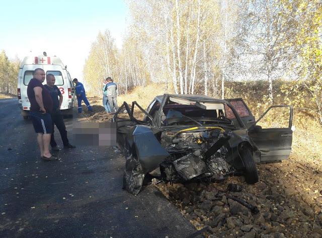 В Башкирии ВАЗ-2114 попал под КамАЗ