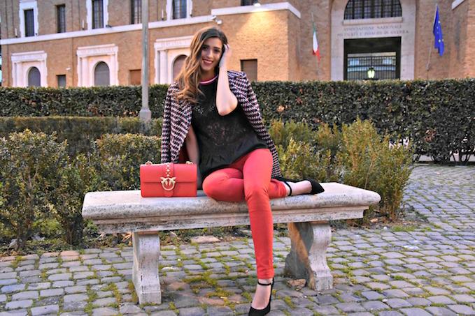 come abbinare i pantaloni rossi
